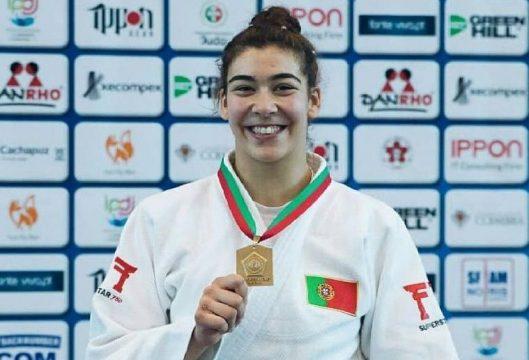 Patrícia Sampaio condecorada como Atleta Feminina do Ano