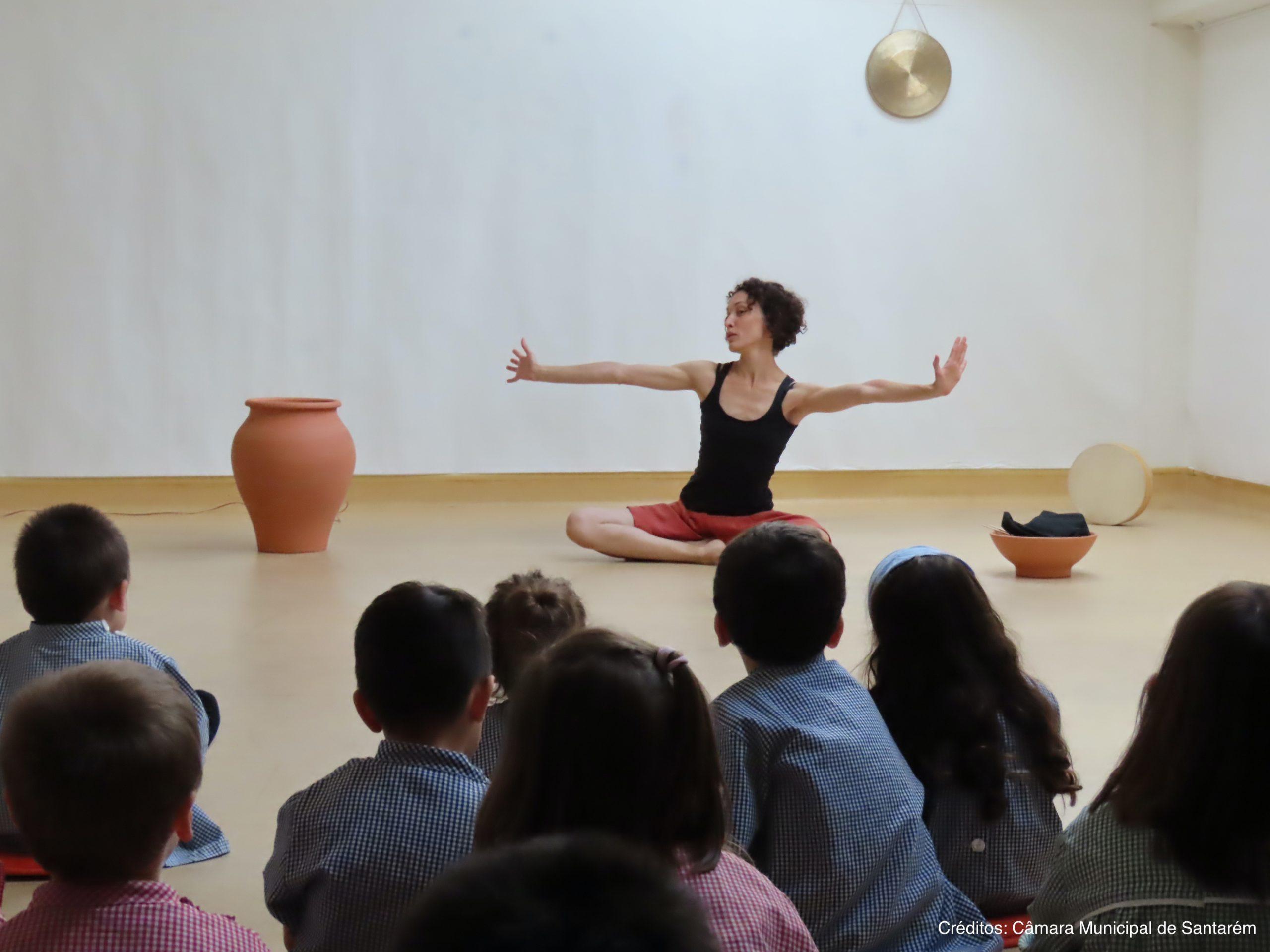Movimento e Escuta em sessões de orientações musicais para a Infância (0-5 anos): Técnicas, ferramentas e propostas (Esgotado)